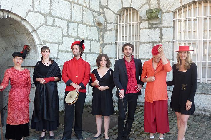 Mise en scène Marie Chabauty avec Catherine Clerc, Baptiste Chabauty (jeu), Etienne Rochefort (danse), Enguerrand Ecarnot(Musique).