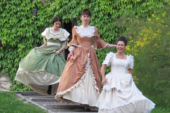 Mise en scène Marie Chabauty Participation des Zéclairés à une danse chorégraphiée par Etienne Rochefort et à une lecture de texte.